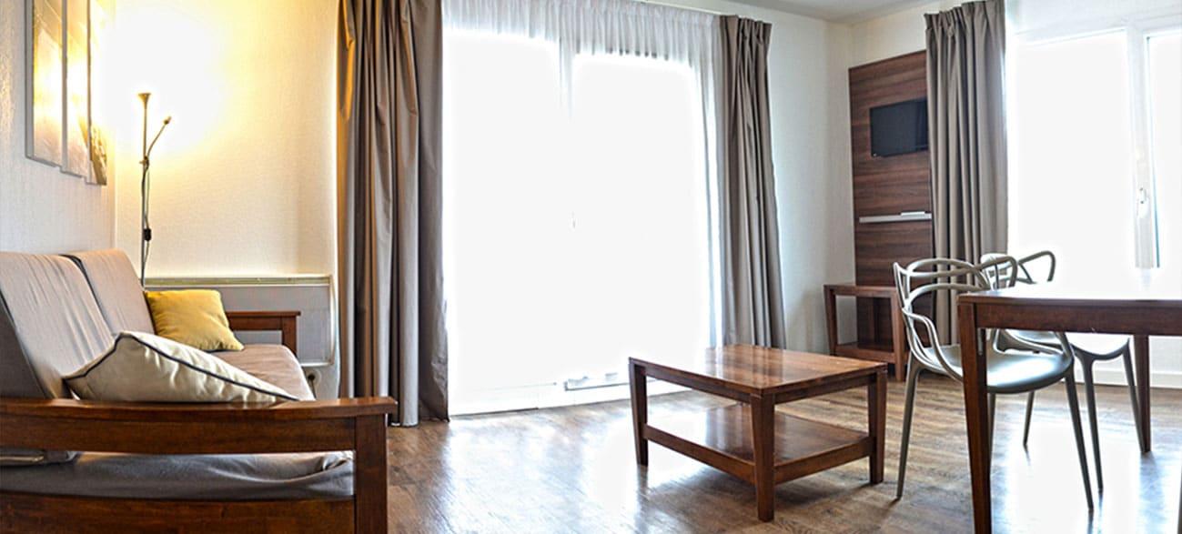 Salon dans un appartement d'une résidence hôtel à Aix Les Bains