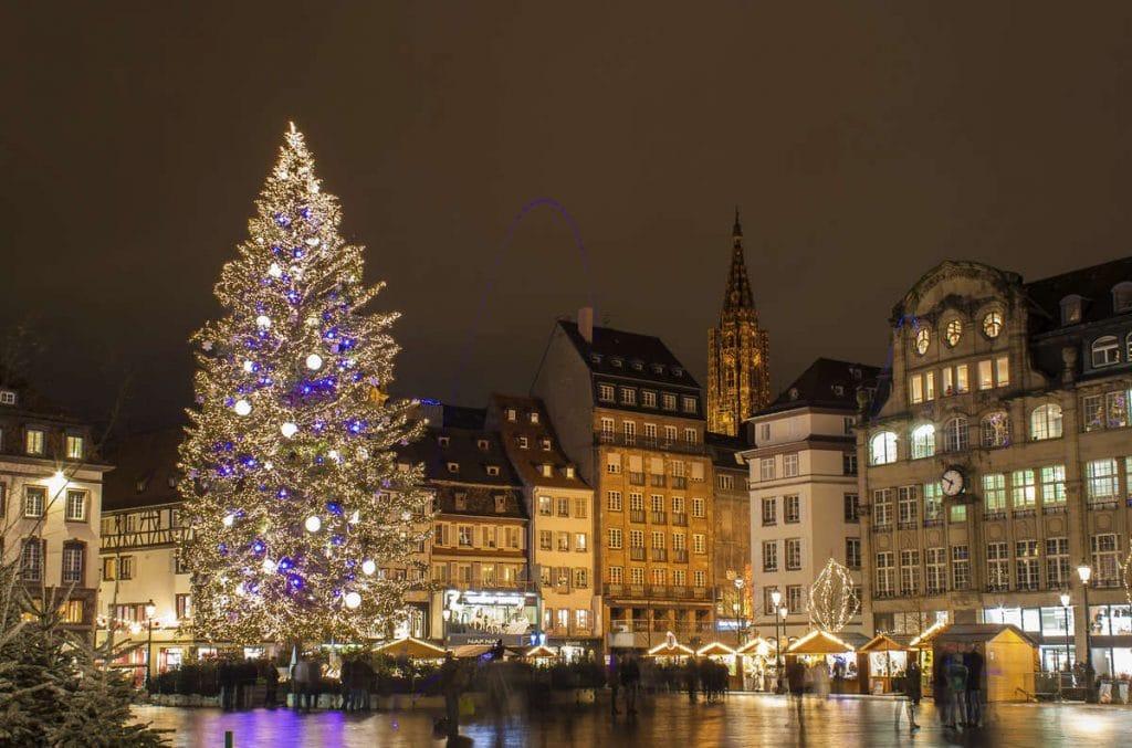 Sapin du marché de Noel à Strasbourg -©Istock
