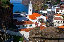 Village de bord de mer à Madère