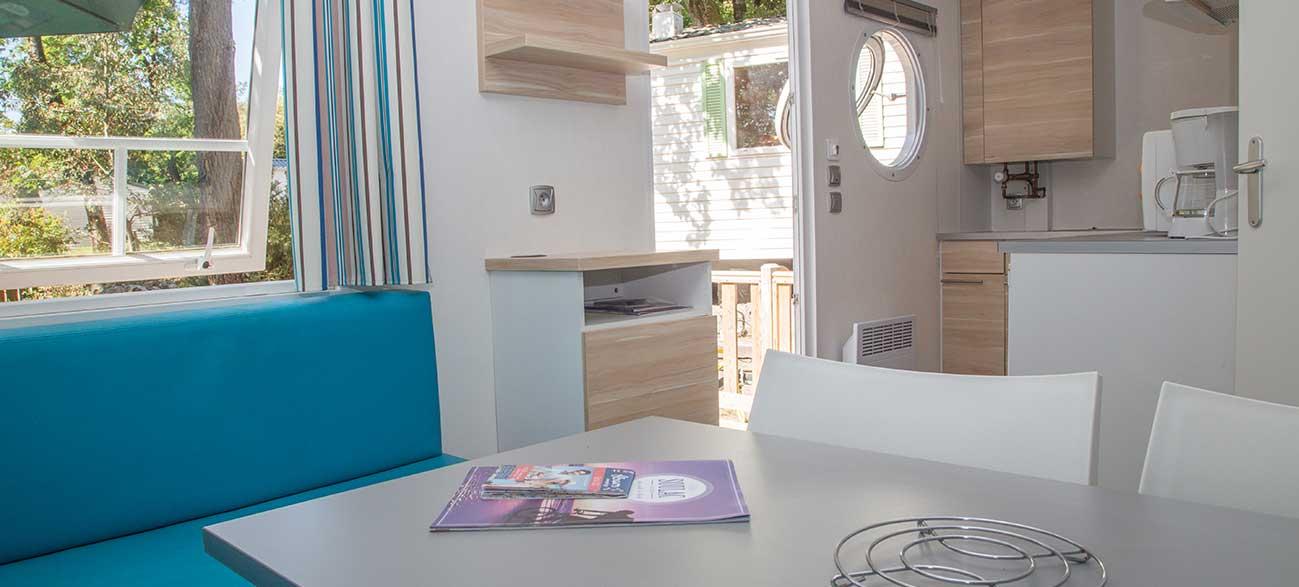 Intérieur d'un Mobile Home au CAMPING DES PINS Soulac-sur-Mer - Nouvelle Aquitaine