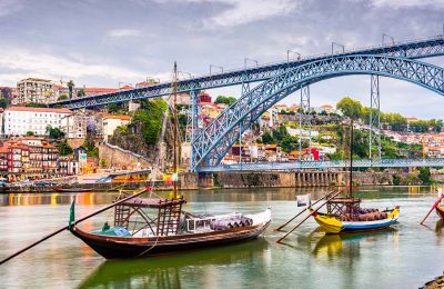 Rivière traversant Porto au Portugal