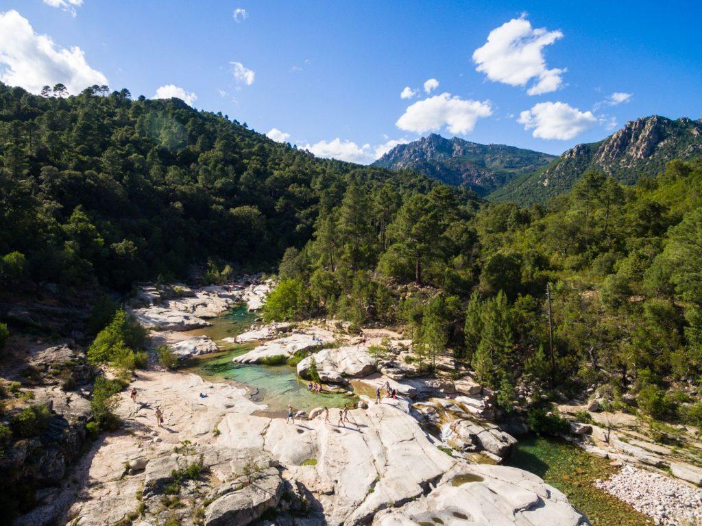 Cours d'eau dans la montagne Corse