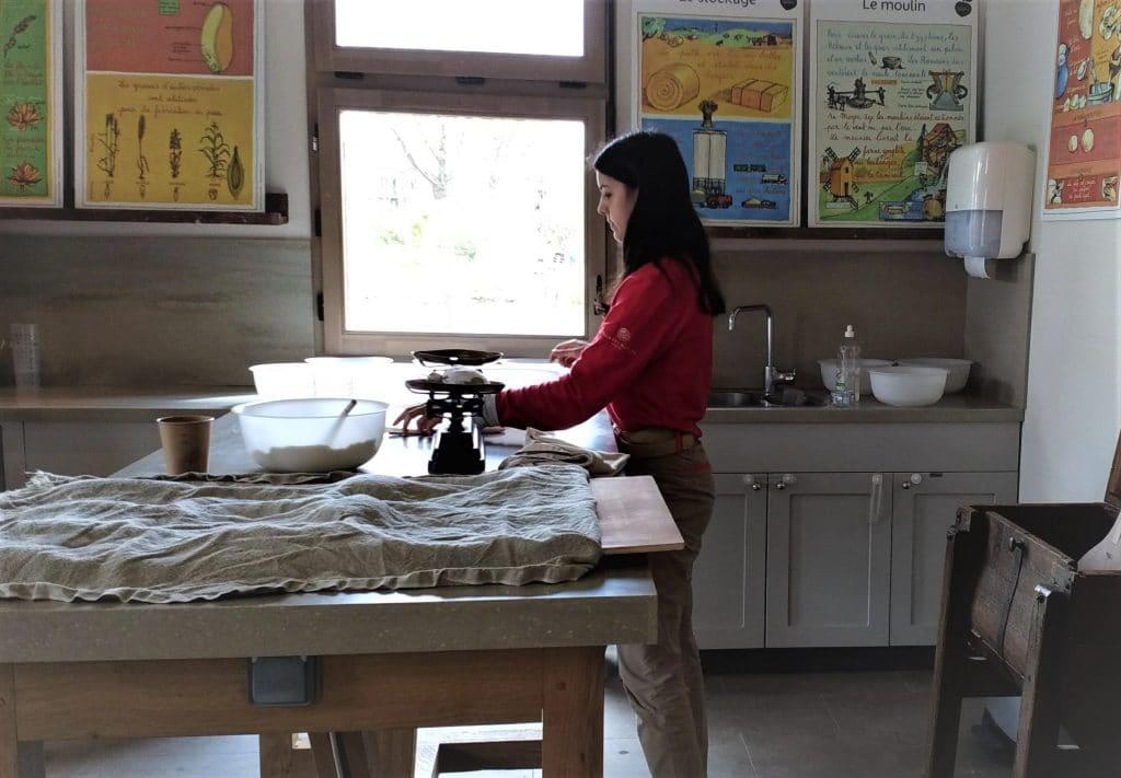 Atelier du pain à la ferme Bellevie