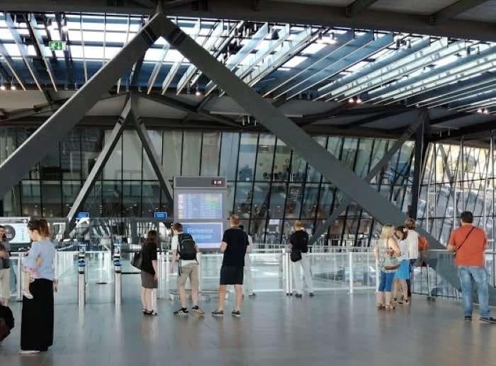 Intérieur terminal 1 Lyon Saint Exupéry