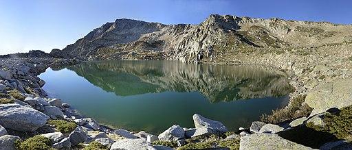 Panorama du lac corse de Bastani